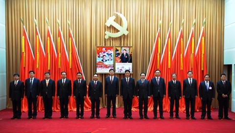 """九届西藏自治区党委班子,其中已经没有""""戎装常委""""。来源:中国经济网"""