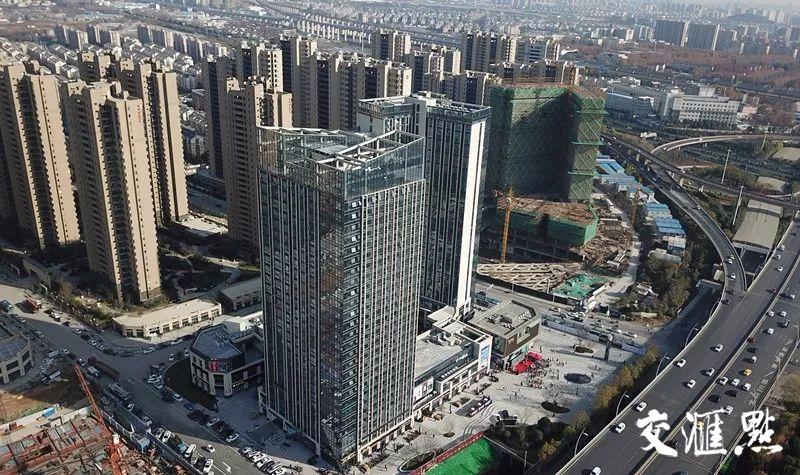 2017年12月17日,航拍位于南京南部新城刚刚开业的复地活力广场。交汇点记者 邵丹 摄