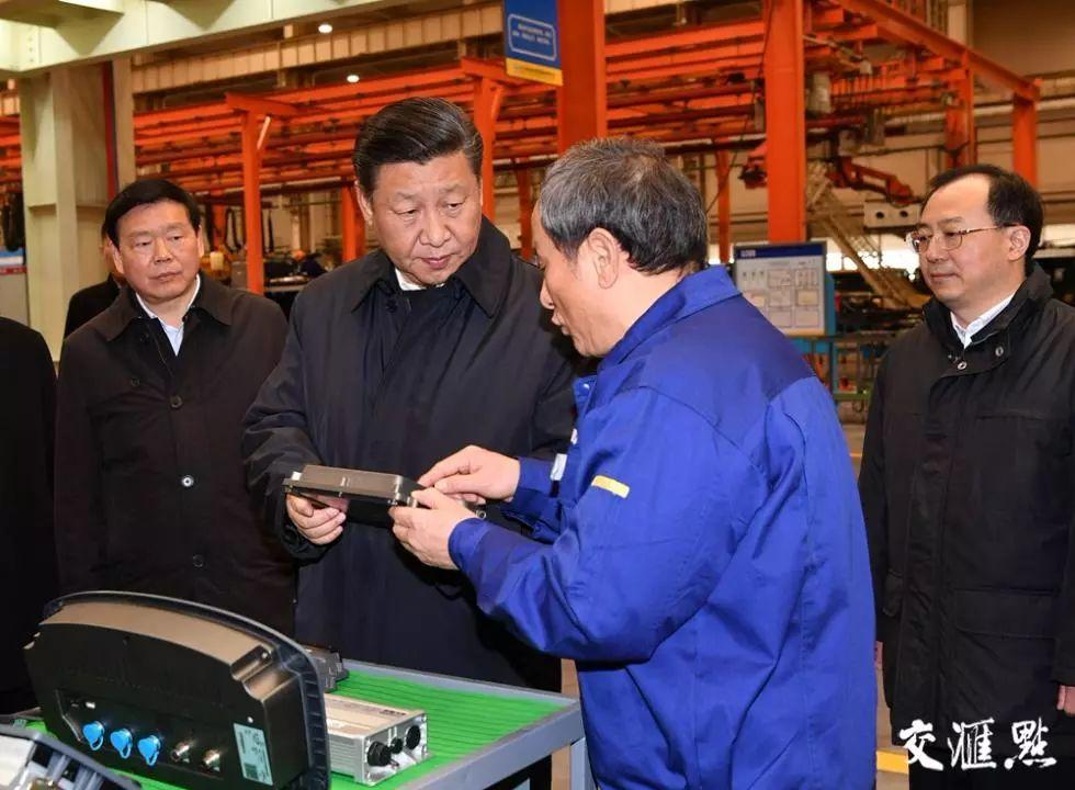 2017年12月,习近平总书记来到徐工集团重型机械有限公司考察。交汇点记者 肖勇摄