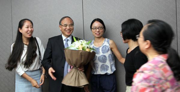 2016年9月,翻译家许钧(左二)受聘浙大文科资深教授。