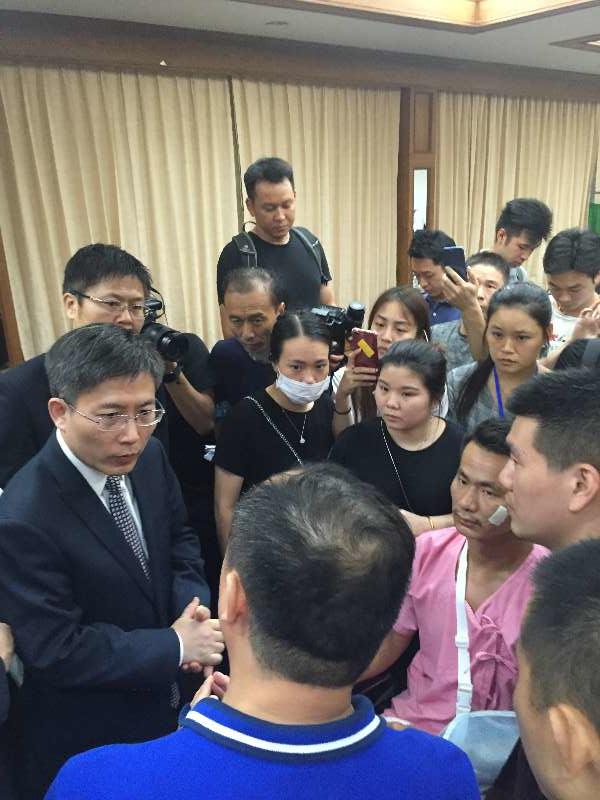 吕健大使和中国政府联合工作组慰问普吉游船倾覆事故遇难者家属