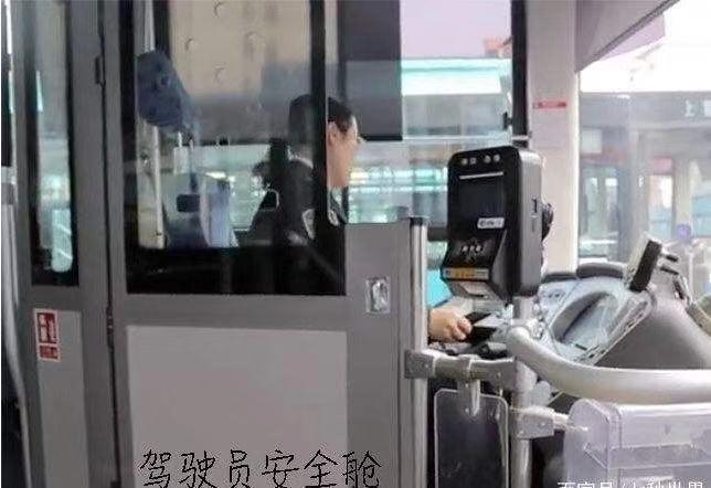 有些地方为公家车安装的驾驶舱隔离门