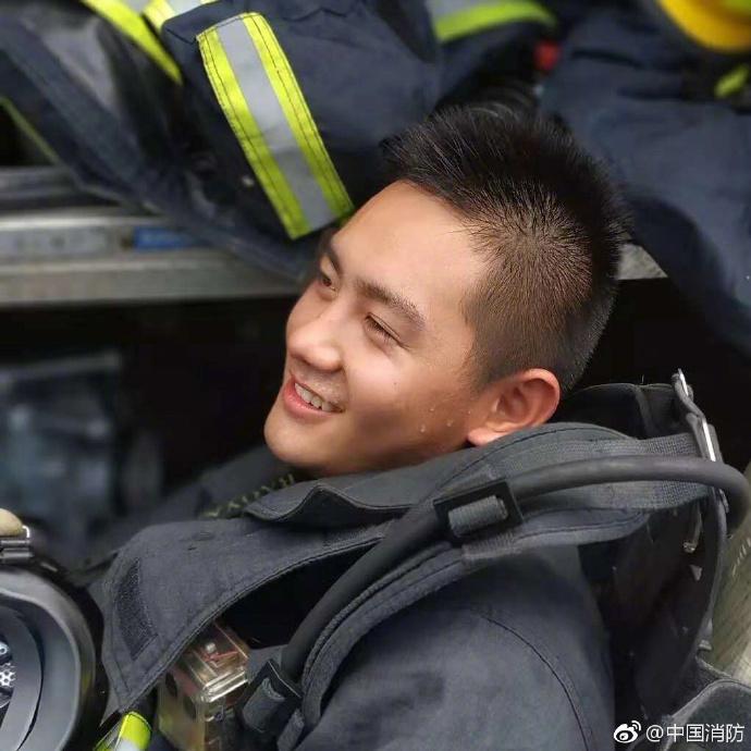 最美的莫过于火场归来时的笑容!