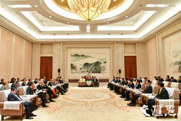 娄勤俭会见出席五分11选5省与外国驻沪领馆圆桌会议的各国总领事