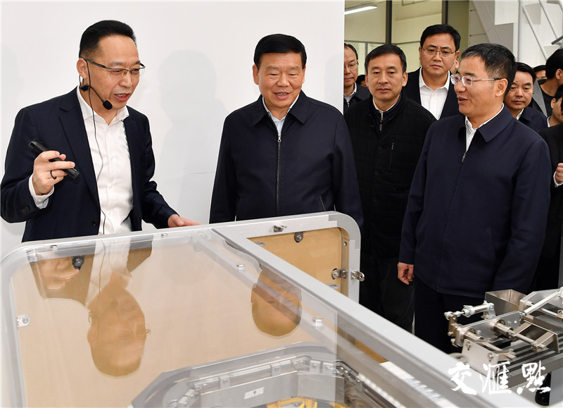 省委书记娄勤俭考察江苏仅一联合制造有限公司。交汇点记者 张筠 摄