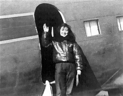 硬核奶奶重返蓝天 女飞行员苗晓红