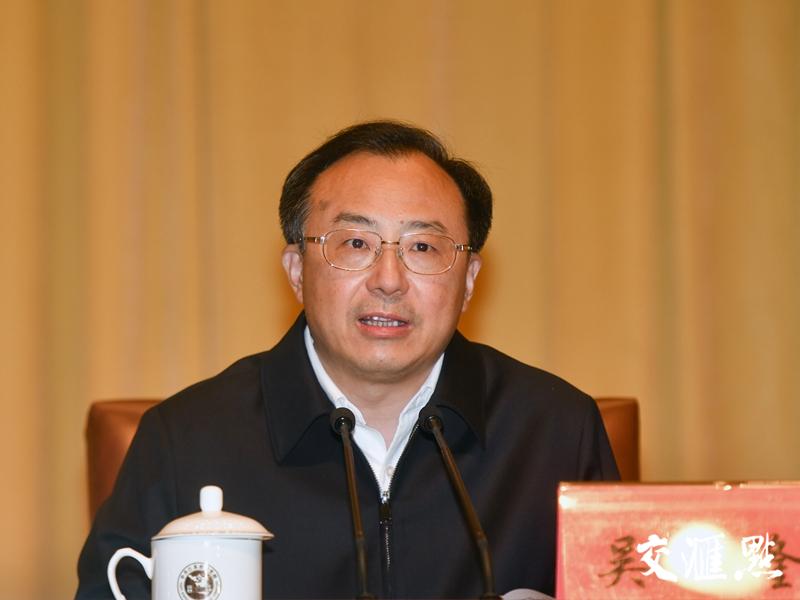 省委副书记、省长吴政隆主持会议。交汇点记者 肖勇 摄