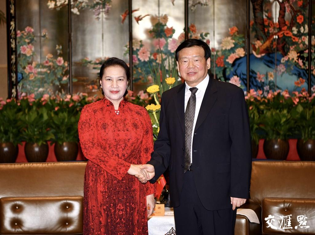 娄勤俭会见越南国会代表团