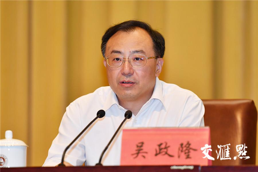 省委副书记、省长吴政隆主持会议。交汇点记者 张筠 摄