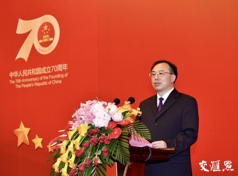 省委副书记、省长吴政隆主持招待会。交汇点记者 肖勇 摄