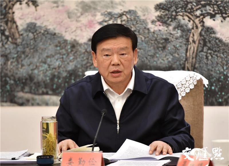 江苏省委常委会研究部署新型冠状病毒疫情防控工作:切实把人民群众生命安全和身体健康放在第一位