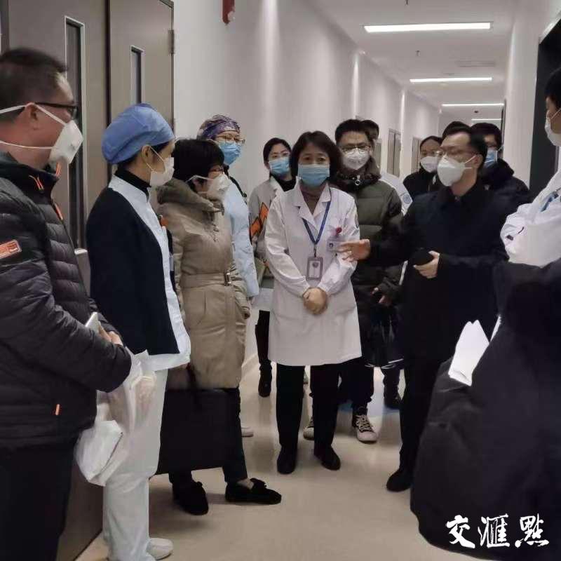 徐辉陪同卫健委督导防控工作