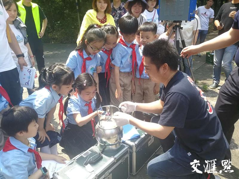 """2019年6月1日扬州""""长江大保护小使者""""采集空气样本"""