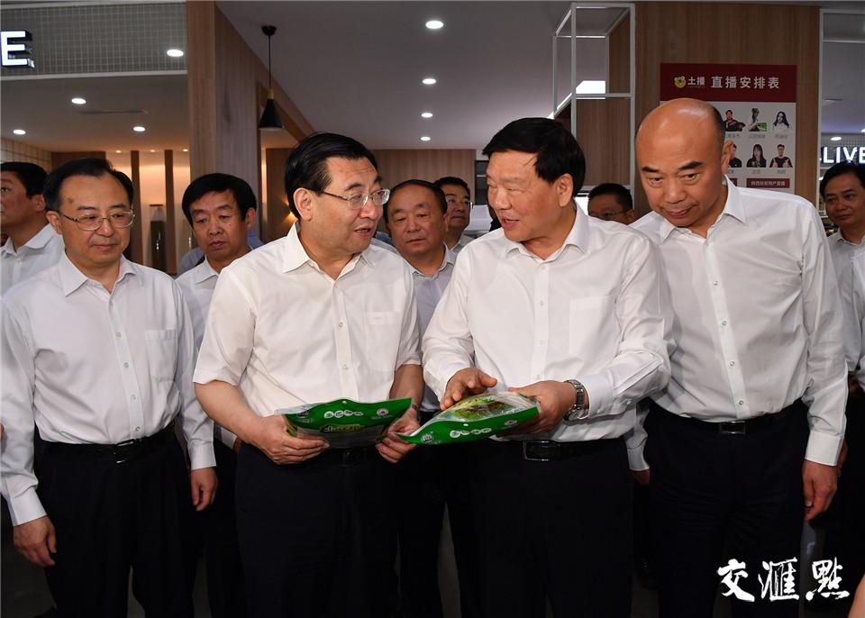 19日,陕西省党政代表团考察常州原疆电子商务有限公司。