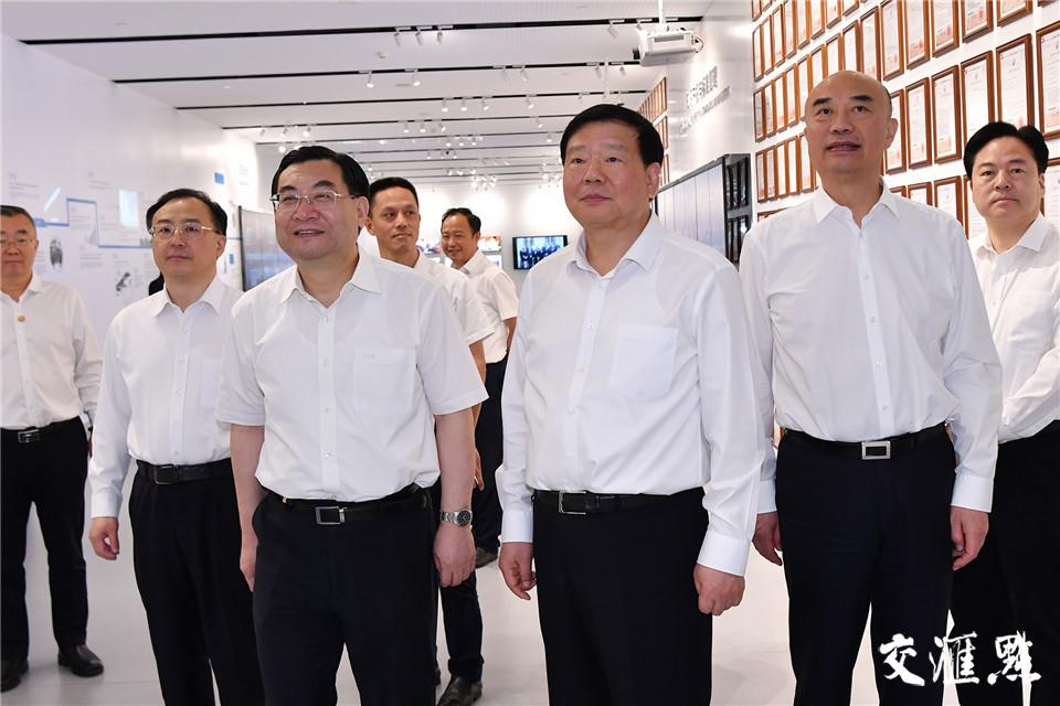 19日,陕西省党政代表团考察天合光能股份有限公司。