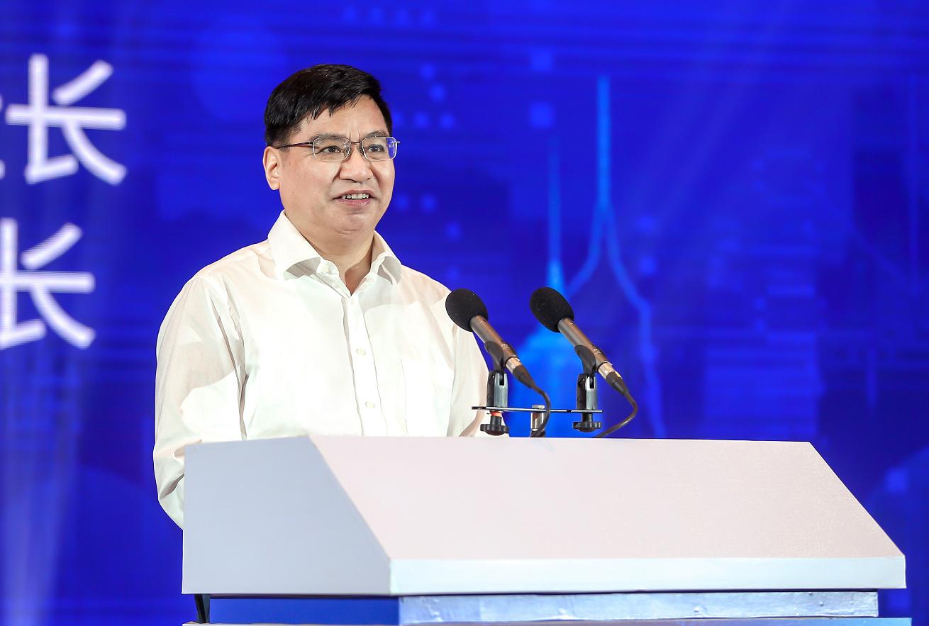 新华日报社党委书记、社长,新华报业传媒集团董事长双传学致辞