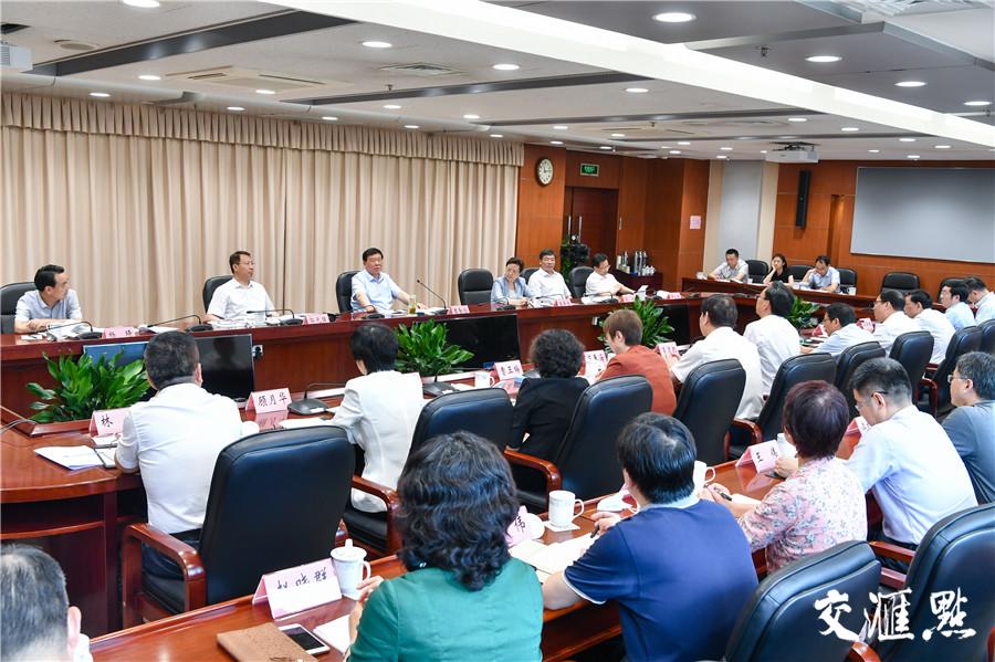 娄勤俭主持召开座谈会,听取全省教育改革发展情况汇报。