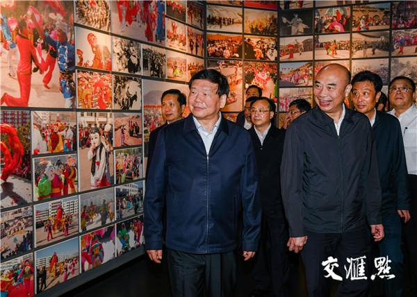 江苏省党政代表团在榆林陕北民歌博物馆参观考察。
