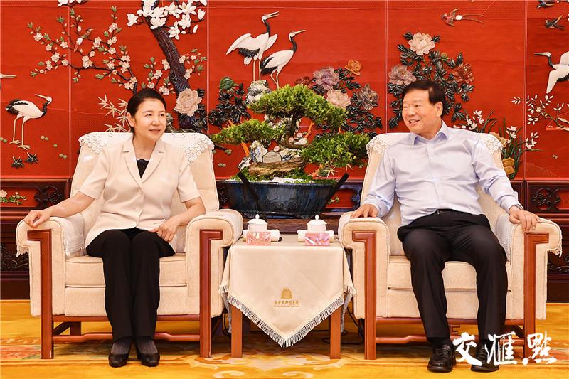 15日,省委书记娄勤俭会见最高人民法院常务副院长贺荣一行。张筠 摄