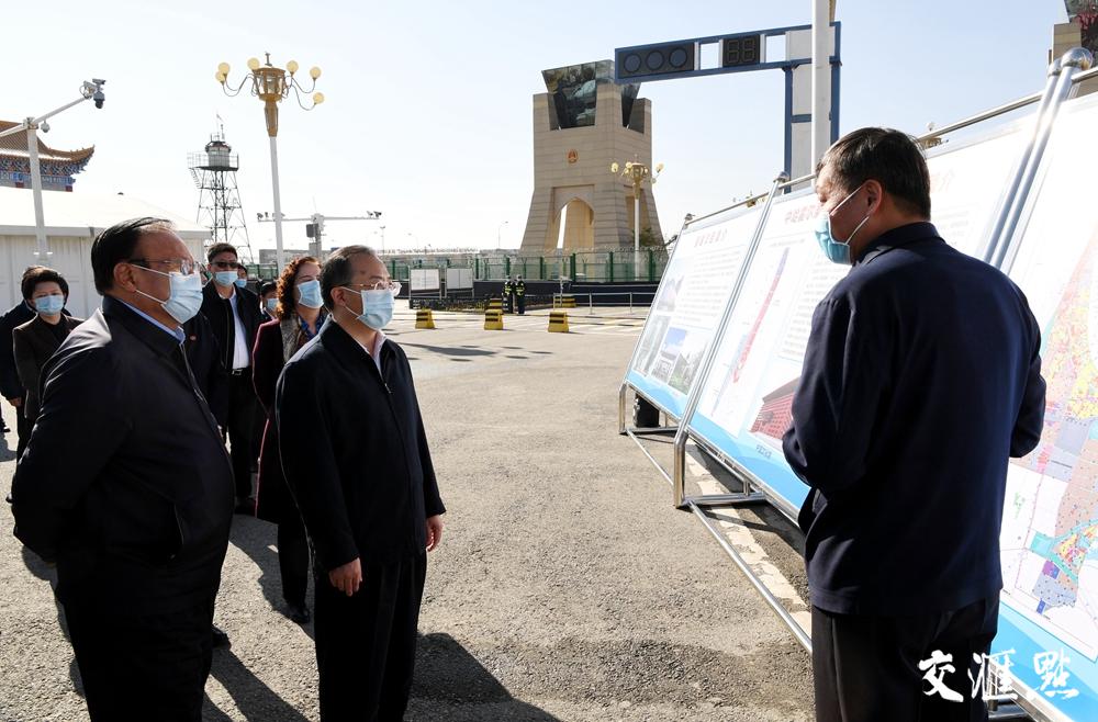 考察中哈霍尔果斯国际边境合作中心建设及发展情况
