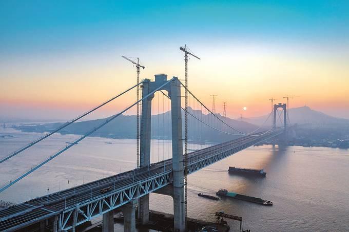 今年建成運營的五峰山長江大橋,刷新多項世界紀錄。 阮 忠攝