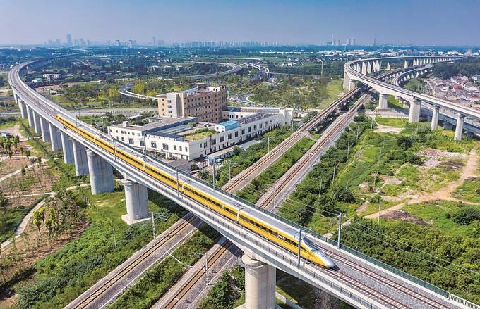 全球最快的綜合檢測車首次通過連淮揚鎮鐵路江都段。郁 興攝
