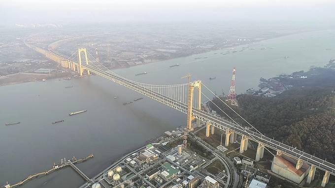 镇江五峰山长江大桥。张建 摄 (视觉江苏网供图)
