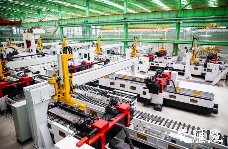 """南钢""""JIT+C2M""""智能工厂生产线。陈俨 摄"""